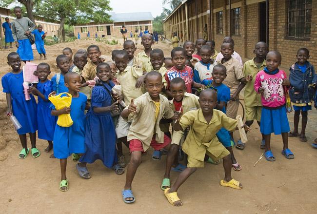 School kids approaching the photographer. 10-01-07